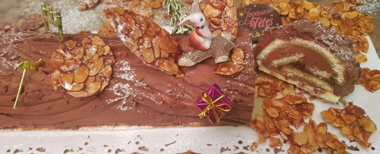 Bûche de Noël à la Ganache légère chocolat noir, Gourmandise de Blondes et craquant Nougatine